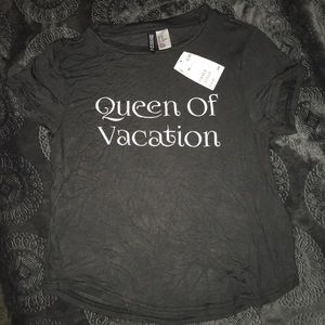 """""""Queen or Vacation"""" Tee NWT"""